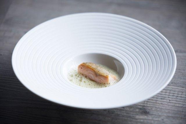 Benjamin Parths Signature Dish: Seesaibling mit Erdäpfelpüree und Enzianschaum. Seesaibling mit Erdäpfelpüree und Enzianschaum.