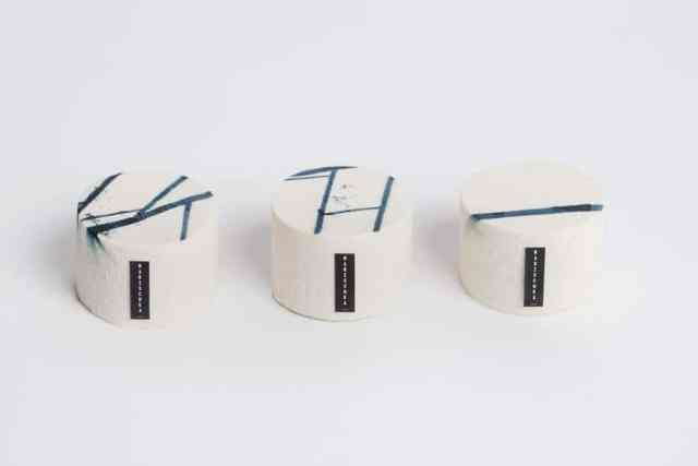 Kollektion Paris: Siebdruck auf Schokoladencreme. Motiv: Fliesendetails der Pariser Métro Stationen. Pistazien, Himbeeren und weiße Schokolade