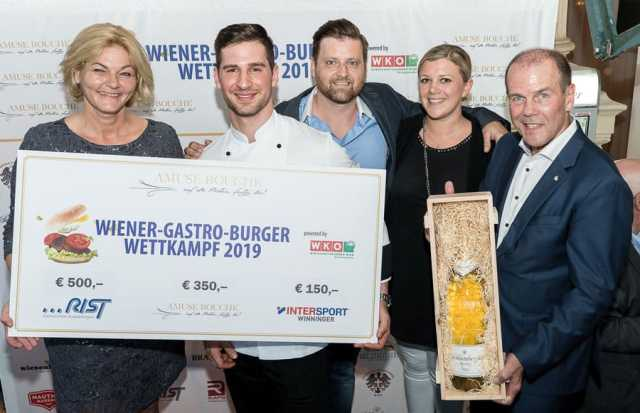 Wiener Kulinariktag v.l.: Amuse bouche Gesamtkoordinatorin Piroska Payer mit Sieger Alexander Ertan, Markus Huber, Karoline Winkler und Peter Dobcak