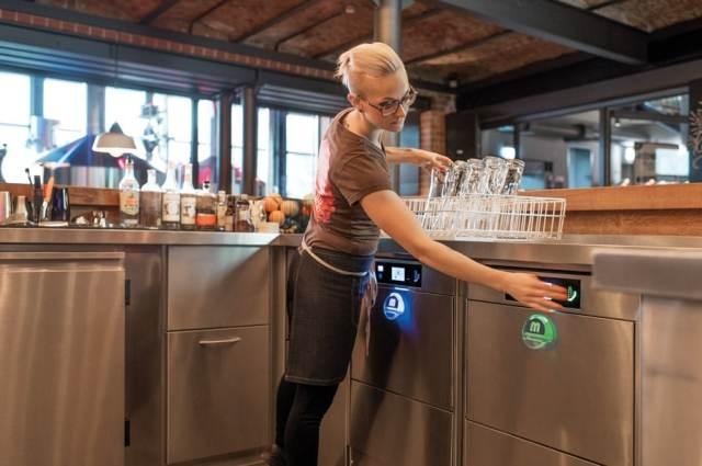 Geschirr Coronaviren-Frei Aus hygienischen Gründen muss händisches reinigen und nachpolieren unterlassen werden. Bei der Verwendung einer  MEIKO Maschine mit Osmose-Modul entfällt dies, und der Gast erhält einwandfrei gespültes und hygienisches Spülgut