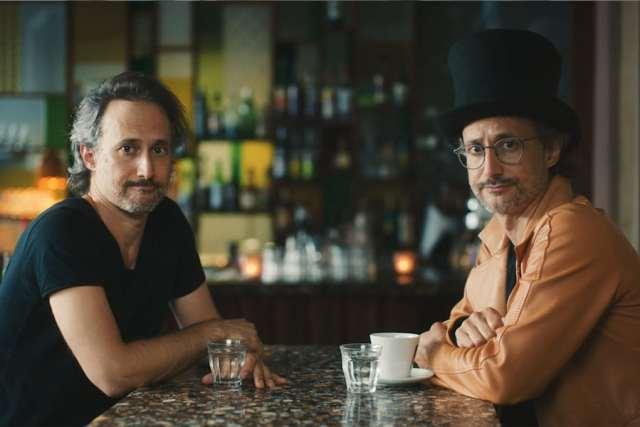 Der Schauspieler Michael Ostrowski beehrt das Wiener Kaffeehaus gleich doppelt