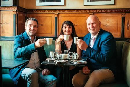 die Fachgruppe Wien der Kaffeehäuser vertritt mehr als 2.200 Mitgliedsbetriebe. v.l.: Wolfgang Binder, Alexandra Psichos, Berndt Querfeld
