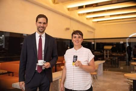 Johannes Hornig, GF von J. Hornig und Barbara Bauer, GF der J. Hornig Kaffeebar freuen sich über mehr Platz