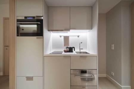 Adina Hotel Österreich Dank der vollausgestatteten Küche können die Gäste bei Adina zu jeder Zeit entscheiden, ob sie sich flexibel selbst versorgen oder die Hotel-Services wie Frühstücksbuffet und Room-Service in Anspruch nehmen möchten.