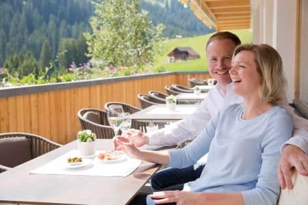 Covid Vorarlberg Gastronomie Wie Vorarlberg zeigt, ist eine offene Gastronomie bei Befolgung der Sicherheitsmaßnahmen nicht gefährlich.