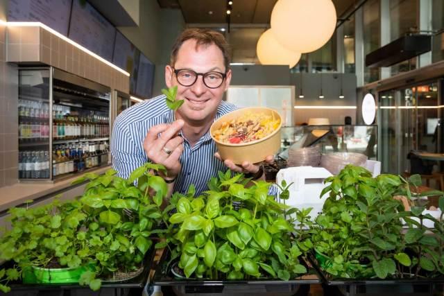 """Bowls und Bubble-Teas in Wien Bernie Rieder setzt beim neuen Foodkonzept von """"Fat Monk"""" auf trendige Bowls."""