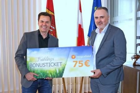 Burgenland sponsert Tourismus Burgenland Tourismus-Geschäftsführer Didi Tunkel (l.) und Landeshauptmann und Tourismusreferent Hans Peter Doskozil wollen mit dem Frühlings-Bonusticket einen zusätzlichen Buchungsanreiz schaffen, der sowohl den Gästen als auch den Betrieben zugutekommt.