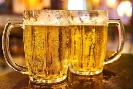 In Großbritannien trinken die Pub-Gäste derzeit mehr Pints als die Brauereien liefern können.