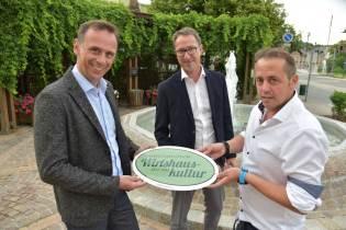 neue Wirtshauskultur-Wirte v.l.: Jochen Danninger (Tourismuslandesrat Niederösterreich), Stefan Bauer (Prokurist NÖ Werbung) und Christian Floh (Berndorfer Stadtwirt)