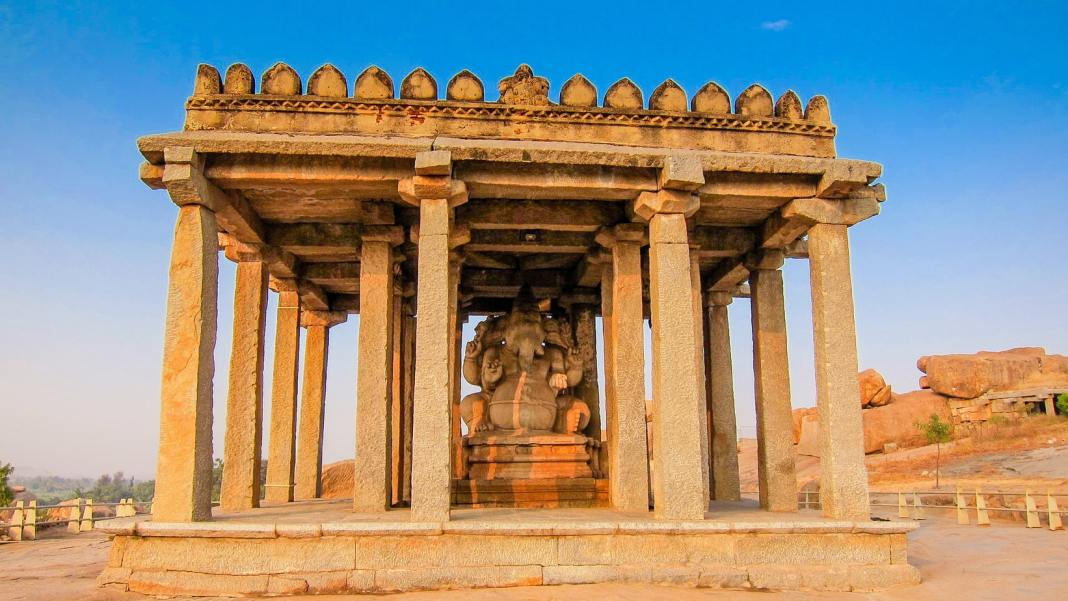 Hampi travel guide - #hampi #UNESCO #india #ruins #archaeology #worldheritage #travel #travelblog #explore #oldtown #culture #coracle #ganesha #whattodo #lotusmahal