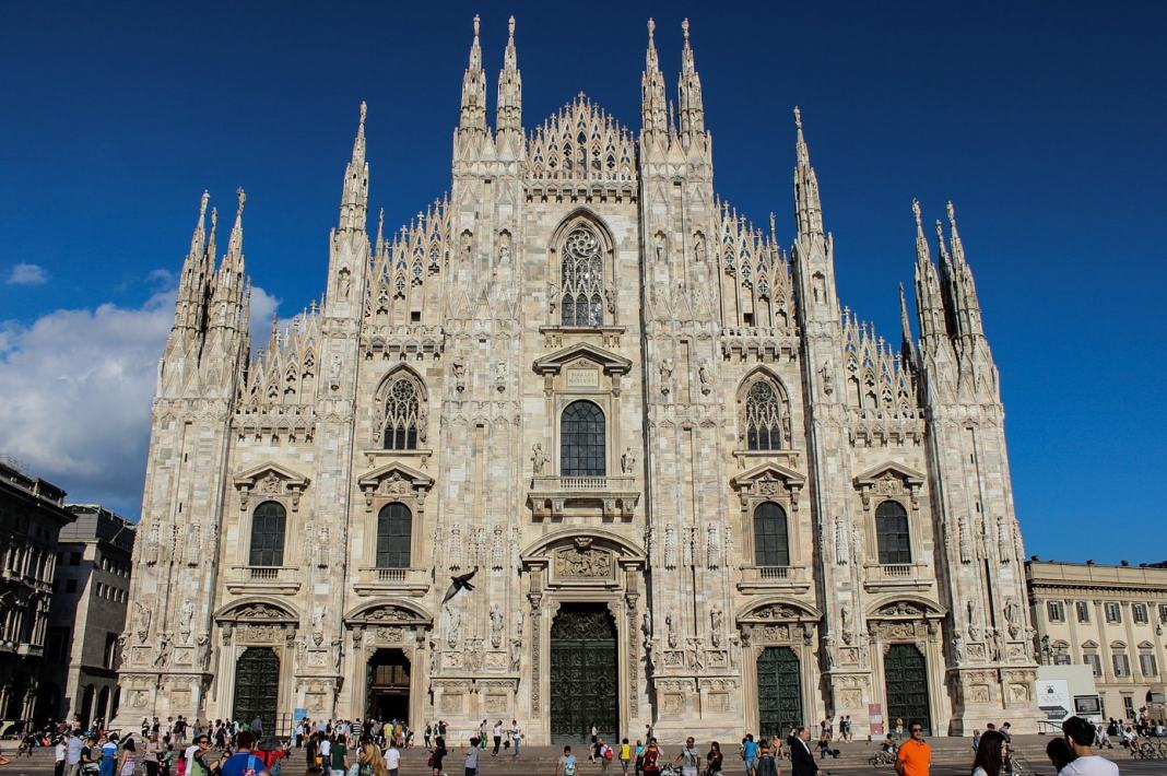 Milan the Ultimate One Day Guide - -#milan  #duomo  #foodies #lascala  #sforza  #lastsupper  #monastero  #aperitivo  #sightseeing  #italy  #italie  #milano  #travel  #europe  #travelblogger  #stay  #traveltips  #oneday  #travelguide  #europe