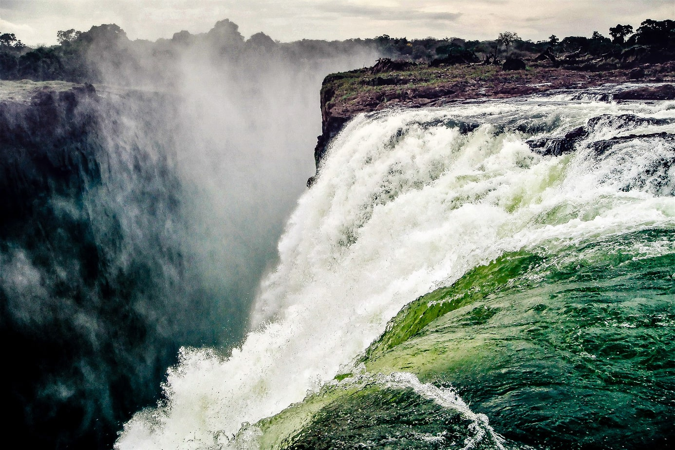 Victoria Falls Travel Guide - The Smoke That Thunders –