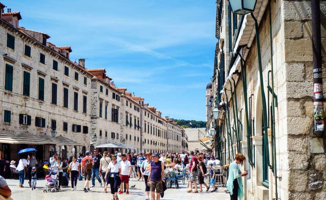 What to see in Dubrovnik - Croatia in 1 day- #sightseeing #Dubrovnik #Croatia #travel #destinationguide #Balkans #oldtown #CroatiaTravel #ThingstodoinCroatia #europe #traavelblog #cityguide #traveltips