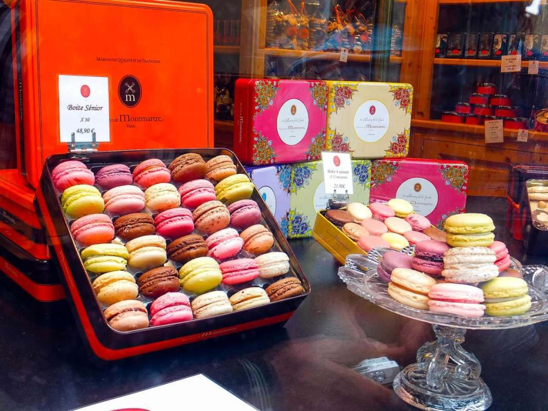 Foodie gifts from Paris. A guide to inspire you not to buy the usual boring souvenirs | #champagne | #macarons | #salt | #honey | #tea | #paris | #france | #cheese | #mustard | #caramel