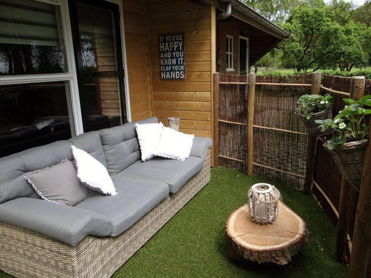 loungebank bij Lenthe Lodge