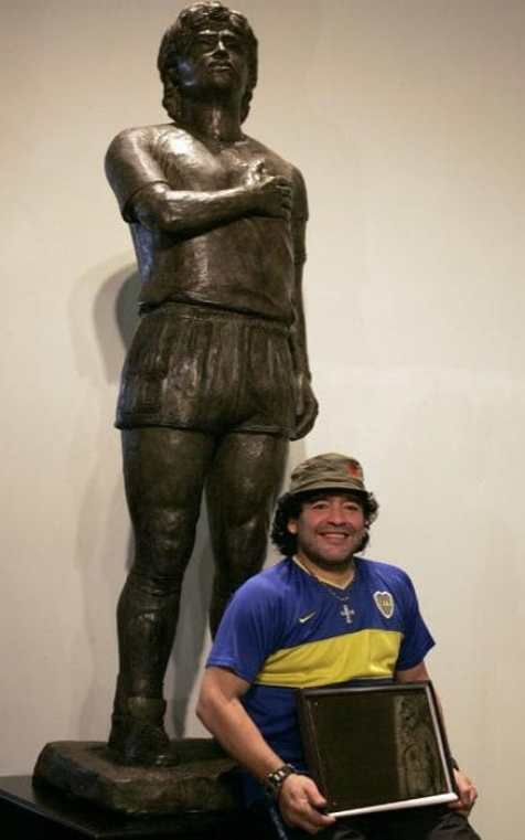 museo boca juniors statue maradona