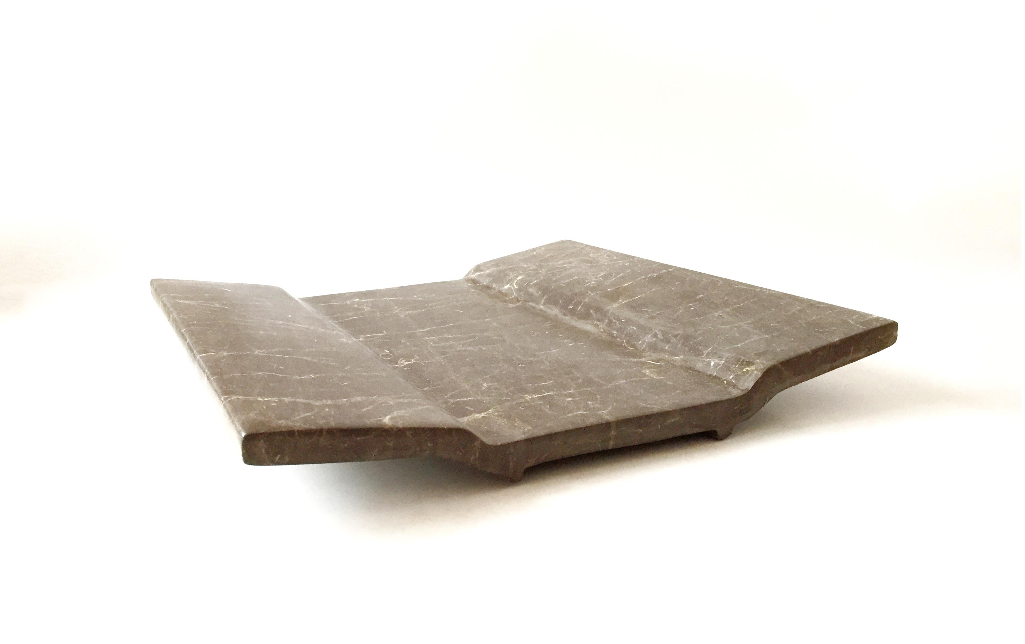piatto di design in pietra nera fossile