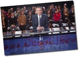 284426_le-candidat-du-modem-a-la-presidentielle-francois-bayrou-le-8-mars-2012-sur-le-plateau-de-l-emission-de-france-2-des-paroles-et-des-actes