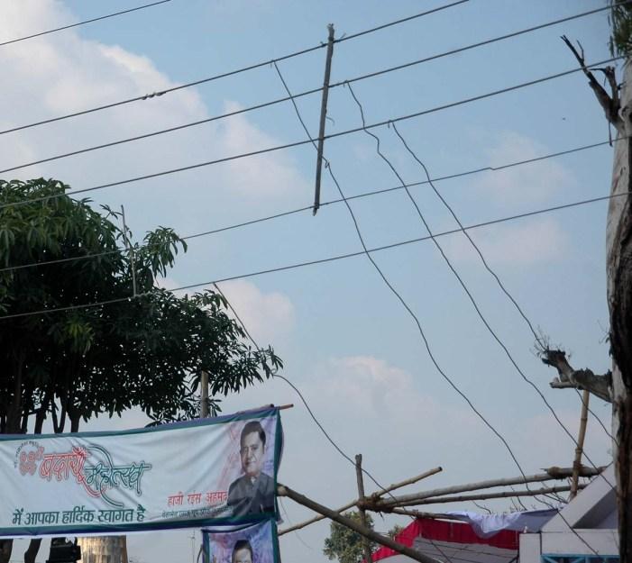 खुलेआम बिजली चोरी कर रहे हैं महोत्सव के आयोजक