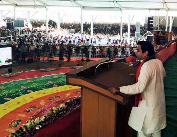 लोकप्रिय सांसद धर्मेन्द्र यादव ने राजनेता के रूप में टॉप किया
