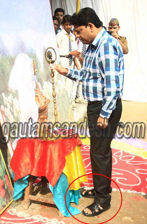 आस्था से लगातार खिलवाड़ कर रहे हैं डीएम पवन कुमार