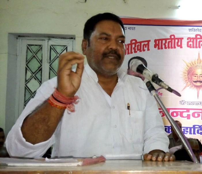 भाजपा के सबका साथ और सबका विकास के नारे के बीच में घुस गया जातिवाद
