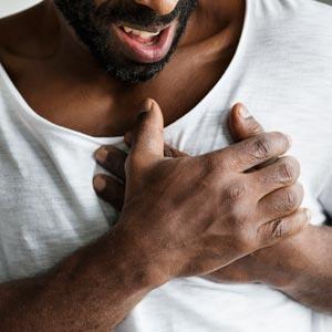 כאב בחזה: גורמים אבחון וטיפול
