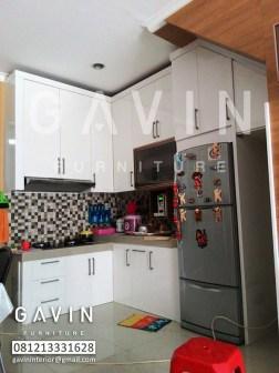 Kitchen Set Bawah Tangga Dengan Finishing Duco