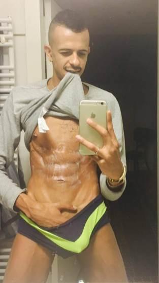 selfie arab nude 8