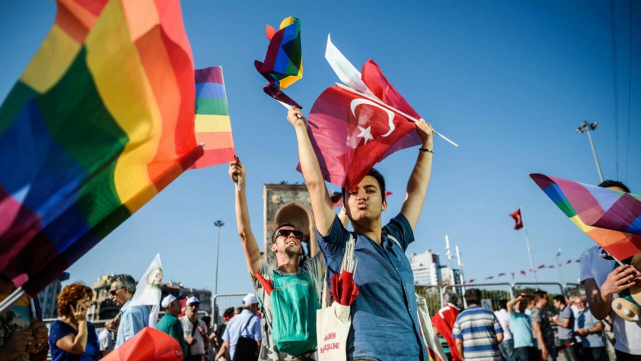 Turchia, assolti gli attivisti arrestati nel 2019 al Pride di Ankara