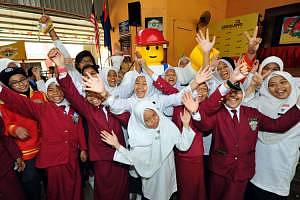 Building Craze To Construct National  Icons For Malaysian Schools Picture 2