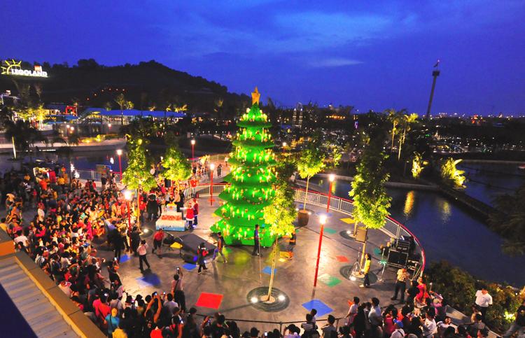 Asia's tallest LEGO Christmas tree at LEGOLAND Malaysia