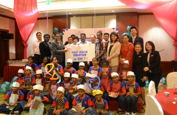 On behalf of Grand Dorsett Subang's team and Kiwanis Club Bukit Kiara's member; Mr Vincent Pillai handed a symbolic cheque amounting RM500.00 to representatives from Pusat Jagaan Siddarthan