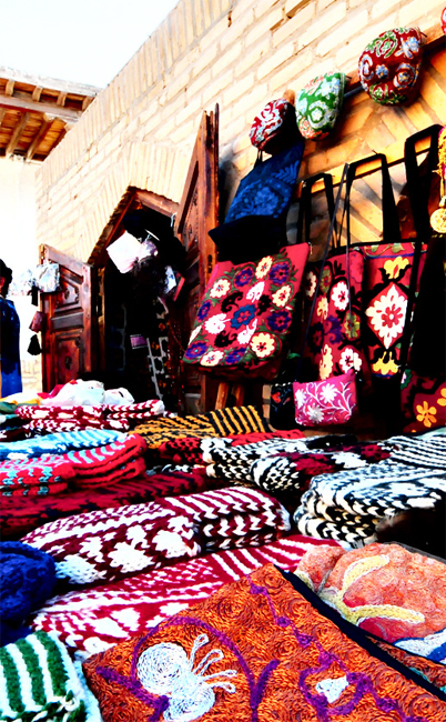 Colorful Uzbekistan handicrafts for travellers to choose