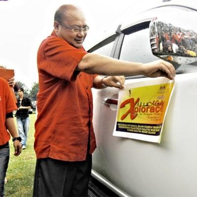 YB Adun Kuala Balah, YB Datuk Abd Aziz Derashid launching the program