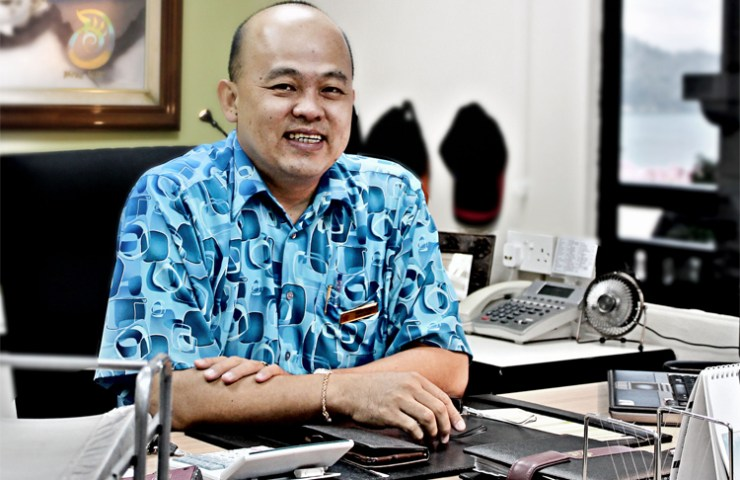 HENRY LOW General Manager of Swiss-Garden Golf Resort & Spa Damai Laut