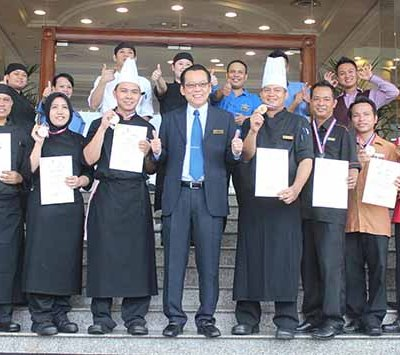 (Standing front 6th from Left) Alfred Paulsen, the General Manager of Dorsett Grand Labuan poses with his culinary team. The hotel emerged as first runner up at the recently held 16th Sabah Hospitality Fiesta 2013.