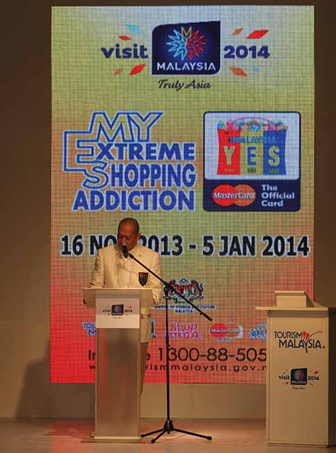 YB Dato' Seri Mohamed Nazri Bin Tan Sri Abdul Aziz, Minister of Tourism & Culture, Malaysia, launched 1Malaysia Year End Sale 2013 (1MYES2013) in great fanfare at the Esplanade, KLCC.
