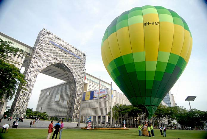 The 6th Putrajaya International Hot Air Balloon Fiesta will be gracing Putrajaya skies 27-30 March 2014