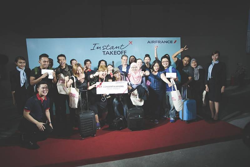 The five winning couples posed for photo before being whisked off immediately to KLIA for the 3 days and 2 nights trip to Paris