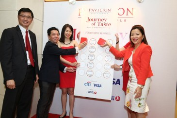 Mr. Tony Thong, Head of Sales, Visa International (Asia Pacific), Mr. Eric Wong, Customer Franchise Director, Citibank Berhad, and Ms. Kung Suan Ai, Director of Marketing, Pavilion Kuala Lumpur officiating the Journey of Taste event at Pavilion Kuala Lumpur.