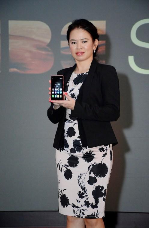 Foo Mun Yee, Country Lead, Lenovo Smartphone, Malaysia, holding the Lenovo VIBE Shot.