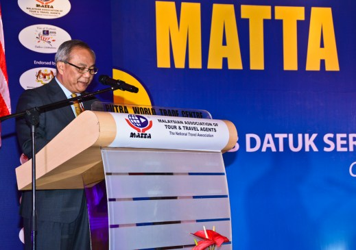 Tuan Hj Hamzah Rahmat, MATTA President delivering his speech.