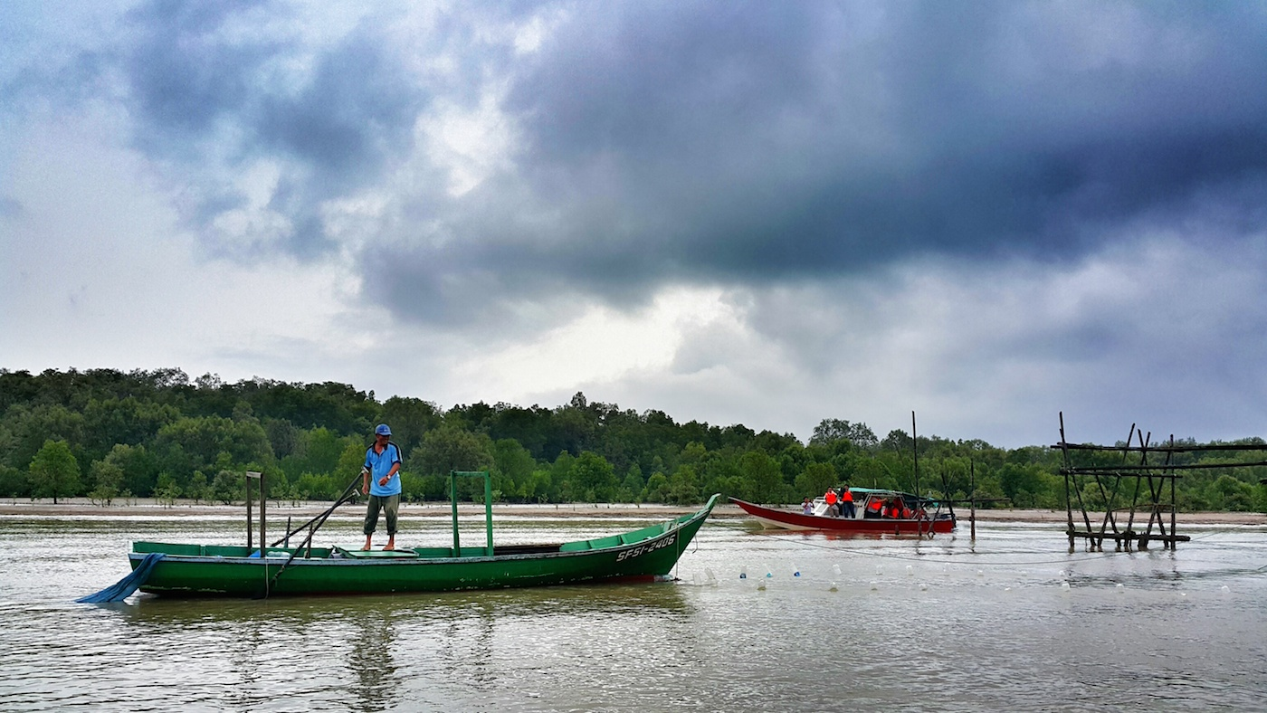 There are a lot of views can be seen through the half an hour ride from the mouth of Bako River to Bako National Park. - Jom Jelajah Koperasi Sarawak