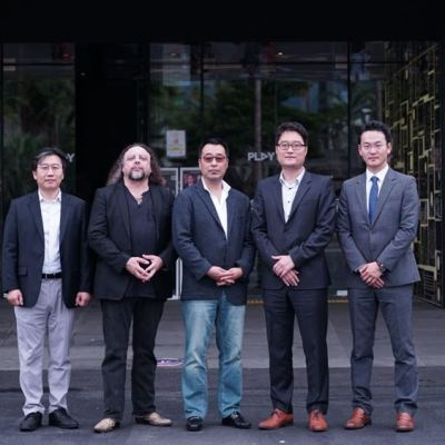 US VR Global Inc Partnership with d'strict