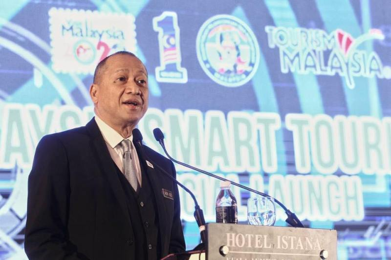 Minister of Tourism and Culture, Dato' Seri Mohamed Nazri Aziz speaking at the launch of Smart Tourism 4.0