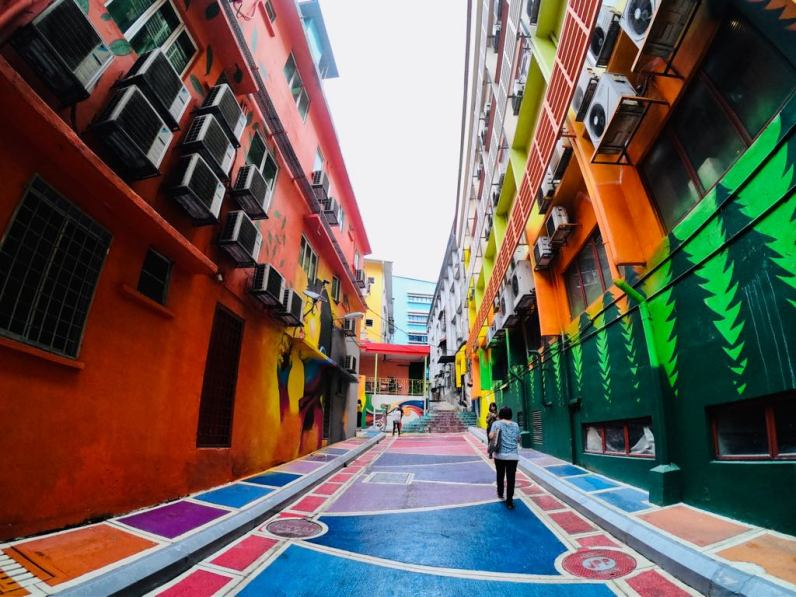 Bright colours painting on Jalan Alor