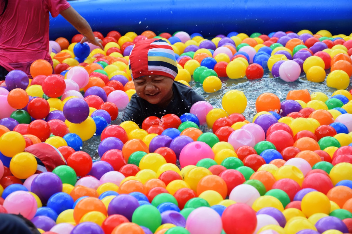Children enjoyed themselves in the Foam Pool, Ball Pit Pool, and Floaties Pool at the Kids Zone