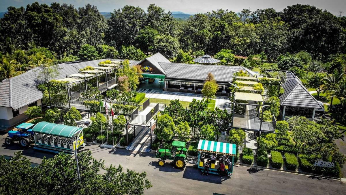 8. Selangor Fruit Valley - Credit MDKS