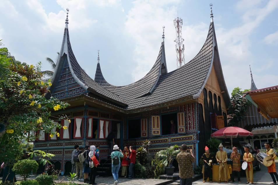 Rumah Makan Sawah Laman.